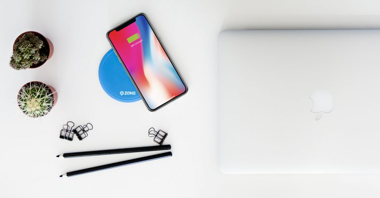 ZENS Built-in PuK 3 while fast charging Apple iPhone X Lifestyle Image