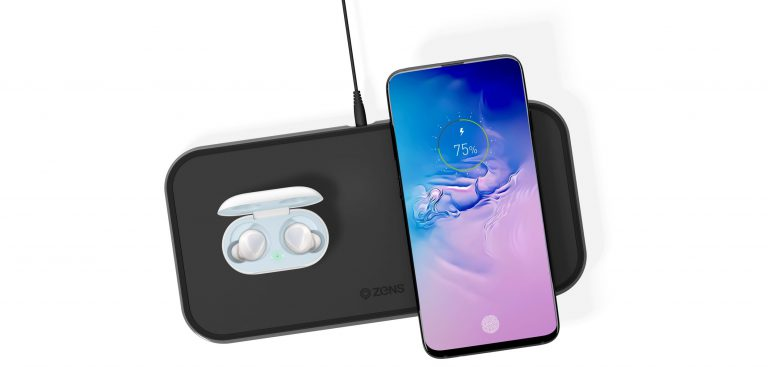 ZENS Dual Aluminium Wireless Charger while charging Samsung Galaxy S10 and Galaxy Buds