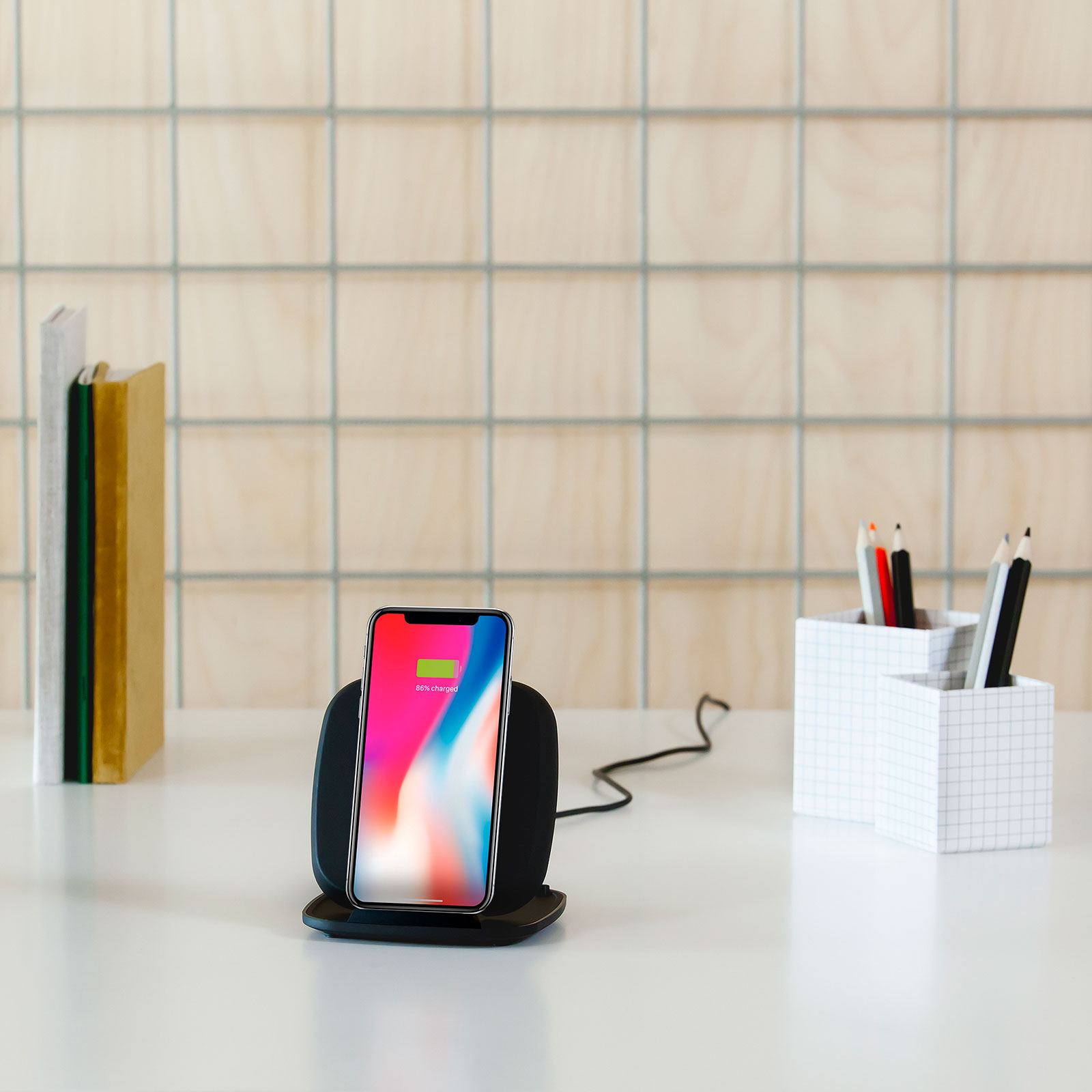 ZESC06B - Zens Fast Wireless Charger Stand Black Lifestyle
